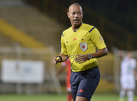 BOGOTÁ -COLOMBIA-23-02-2016. Norberto Ararat, arbitro,  durante el partido entre Fortaleza FC y Once Caldas por la fecha 6 de Liga Águila I 2016 jugado en el estadio Metropolitano de Techo en Bogotá./  Norberto Ararat, referee,  during the match between Fortaleza FC and Once Caldas for the date 6 of the Aguila League I 2016 played at Metropolitano de Techo stadium in Bogota. Photo: VizzorImage / Gabriel Aponte / Staff
