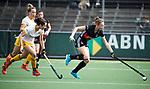 AMSTELVEEN - Hockey - Hoofdklasse competitie dames. AMSTERDAM-DEN BOSCH (3-1). Marijn Veen (A'dam) met links Pleun van der Plas (Den Bosch)    COPYRIGHT KOEN SUYK