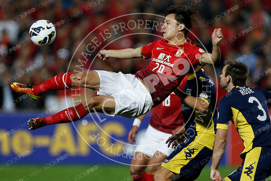 Goa Lin of Guangzhou Evergrande scissor kicks toward the goal during the AFC Champions League Group H match against the Central Coast Mariners at Bluetongue Stadium, Gosford on 16 May, 2013 in Gosford, Australia. (Photo by Paul Barkley/LookPro)