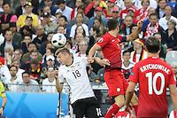 Toni Kroos (D) gegen Robert Lewandowski (POL) - EM 2016: Deutschland vs. Polen, Gruppe C, 2. Spieltag, Stade de France, Saint Denis, Paris