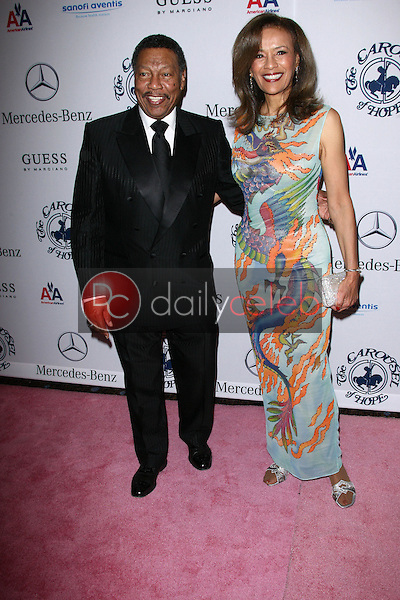 Billy Davis and Marilyn McCoo<br /> at the 32nd Anniversary Carousel Of Hope Ball, Beverly Hilton Hotel, Beverly Hills, CA. 10-23-10<br /> David Edwards/Dailyceleb.com 818-249-4998