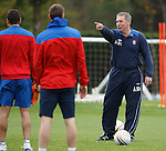 Ally McCoist pointing to Broadfoot