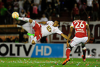 BUENOS AIRES - ARGENTINA - 02-12-2015: Ramon Abila (Izq.) jugador de Huracan de Argentina de disputa el balon con Yerry Mina (Der.) jugador de Independiente Santa Fe de Colombia durante partido de ida por la Final, de la Copa Suramericana entre Huracan de Argentina y el Independiente Santa Fe de Colombia en el estadio Tomas A Duco, de la ciudad de Buenos Aires.  / Ramon Abila (L) player of Huracan of Argentina vies for the ball with Yerry Mina (R) player of Independiente Santa Fe of Colombia during a match for the first leg for the final, between Huracan of Argentina and Independiente Santa Fe of Colombia for the Copa Suramericana in the Tomas A Duco stadium, in Buenos Aires city. Photo: Jorge Baravalle / Photogamma / VizzorImage.