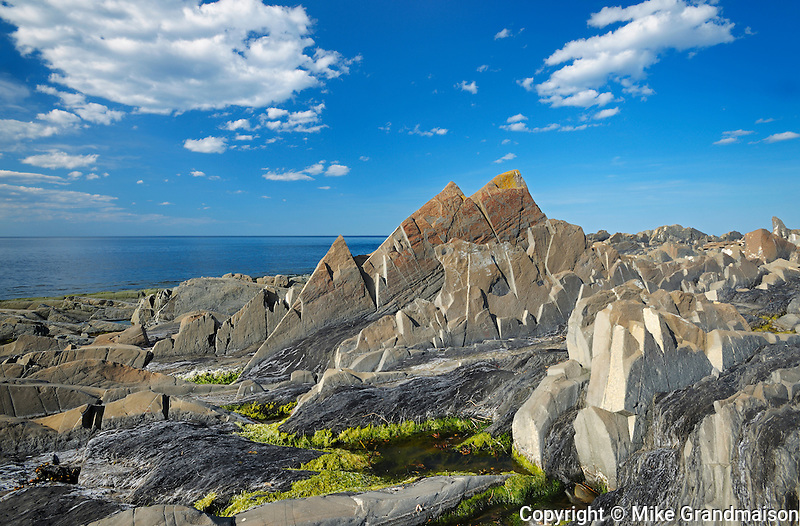 Low tide revealing the rocks along the Gulf of St. Lawrence<br /> Pointe-A-La-Fregate<br /> Quebec<br /> Canada