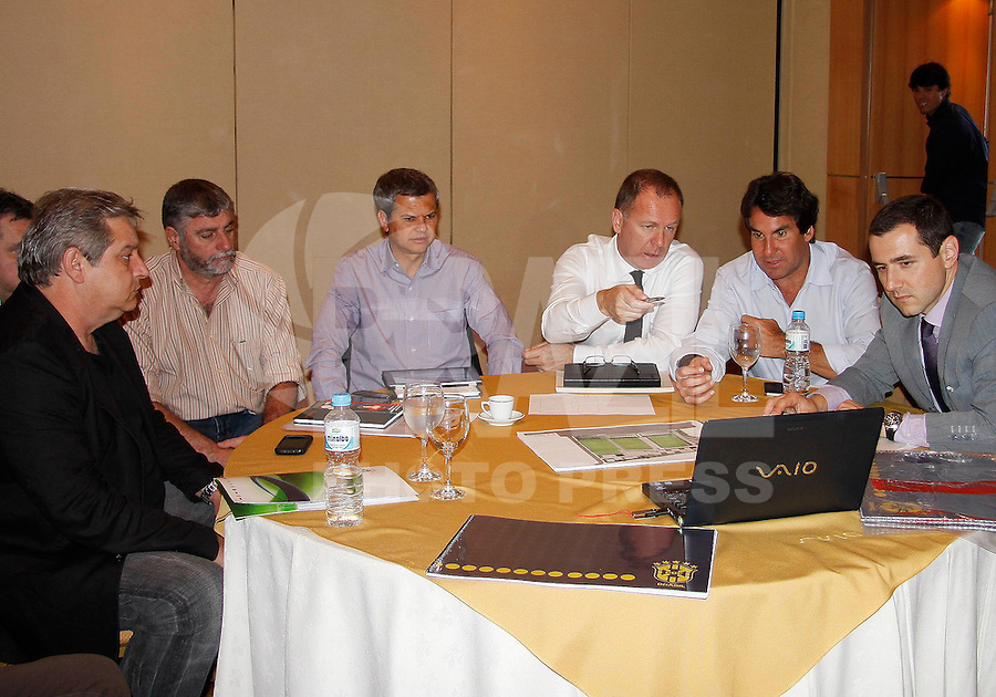 RIO DE JANEIRO, RJ - 25 DE JULHO DE 2011 - SELE&Ccedil;&Atilde;O BRASILEIRA DE FUTEBOL - - REUNI&Atilde;O SOBRE O CT - O t&eacute;nico Mano Menezes participa de reuni&atilde;o sobre detalhes do novo CT da sele&ccedil;&atilde;o brasileira de futebol nesta segunda-feira, 25.<br /> FOTO:RUDY TRINDADE/NEWSFREE