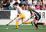 AMSTELVEEN - Hockey - Hoofdklasse competitie dames. AMSTERDAM-DEN BOSCH (3-1). Marlies Verbruggen (Den Bosch) met rechts Kimberly Thompson (A'dam)  COPYRIGHT KOEN SUYK