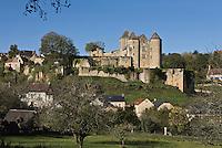 Europe/France/Aquitaine/24/Dordogne/Périgord Noir/Salignac-Eyvigues: Le château de Salignac et les maisons du village