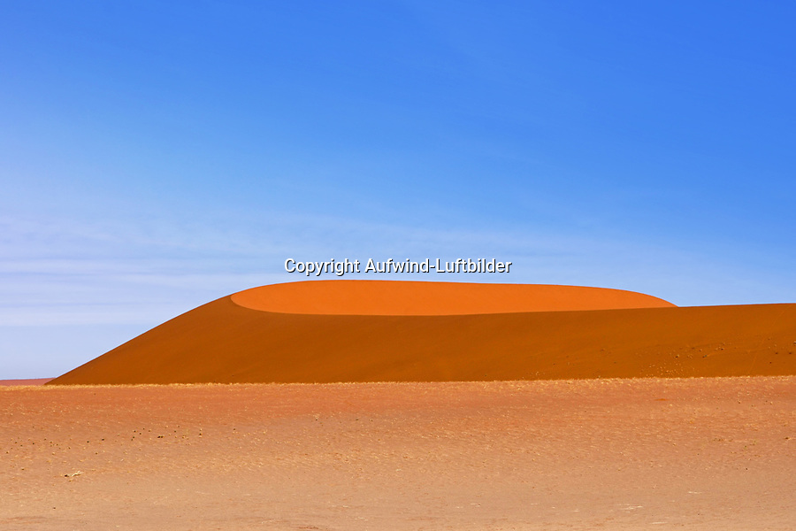 Düne zwischen Sossusvlei und Dead Vlei: NAMIBIA, AFRIKA, 02.01.2019:Düne zwischen Sossusvlei und Dead Vlei