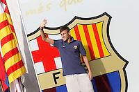 BARCELONA, ESPANHA, 03.06.2013 - NEYMAR / BARCELONA - O jogador brasileiro Neymar da Silva Santos Junior, novo reforço do Barcelona posa para os fotógrafos no estádio Camp Nou, em Barcelona, nesta segunda-feira (03). O astro da seleção brasileira e ex-Santos assinou um contrato de cinco anos com o clube catalão. (FOTO: ACERO / ALFAQUI / BRAZIL PHOTO PRESS).