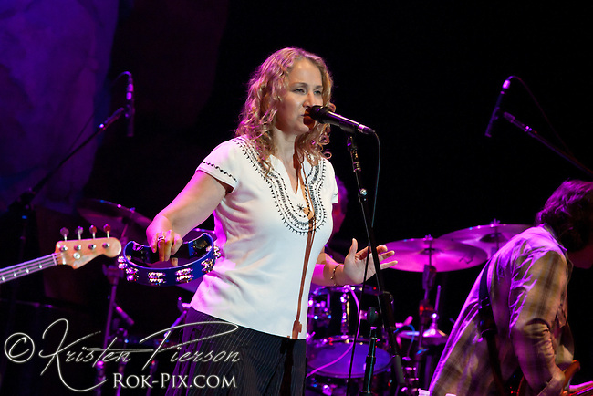 Joan Osborne performs at Mohegan Sun Wolf Den July 19, 2013