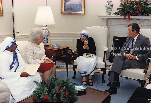 United States President George H.W. Bush, right, and first lady Barbara Bush, center left, meet with Mother Teresa, founder, Roman Catholic Missionaries of Charity, center right, in the Oval Office of the White House in Washington, D.C. on December 9, 1991.<br /> Mandatory Credit: Carol T. Powers / The White House via CNP