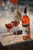 Europe/France/Provence-Alpes-Côte d'Azur/13/Bouches-du-Rhône/Marseille:  Service du rosé de Provence au   Côté Bar du Petit Nice, le bistrot de Gérald Passédat