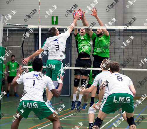 2017-03-18 / Volleybal/ seizoen 2016-2017 / Mendo - Avoc Achel  / Alan Van De Loo (3. Avoc Achel) test het blok van Ruben Van Dijck (2.) met Joren Appels (7.) ,Foto: Mpics.be