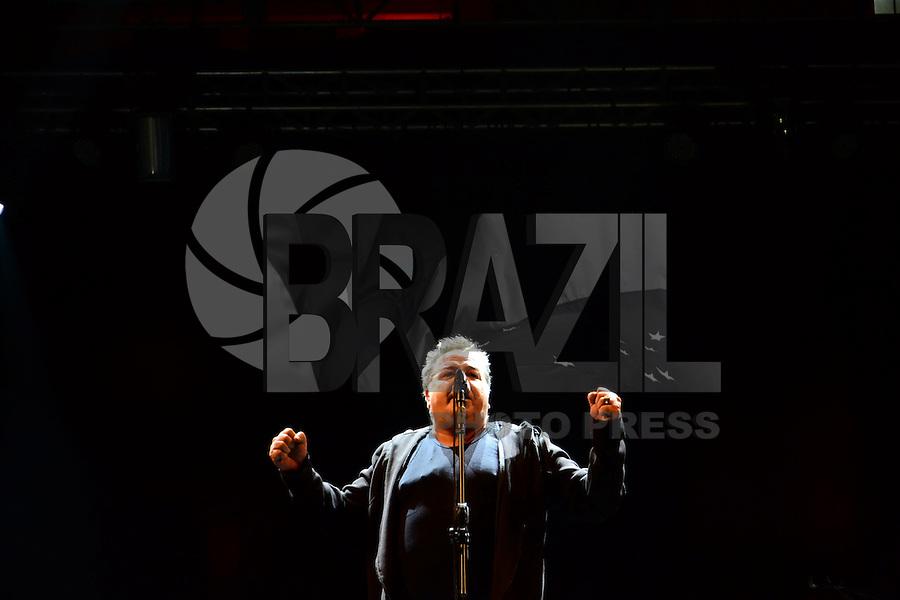 SÃO PAULO. SP 17.05.2014. VIRADA CULTURAL 2014 - Nasi lider da banda Ira abre a Virada Cultural 2014 no Palco pricipal da Julio Prestes neste sabado 17 ( Foto : Bruno Ulivieri / Brazil Photo Press )