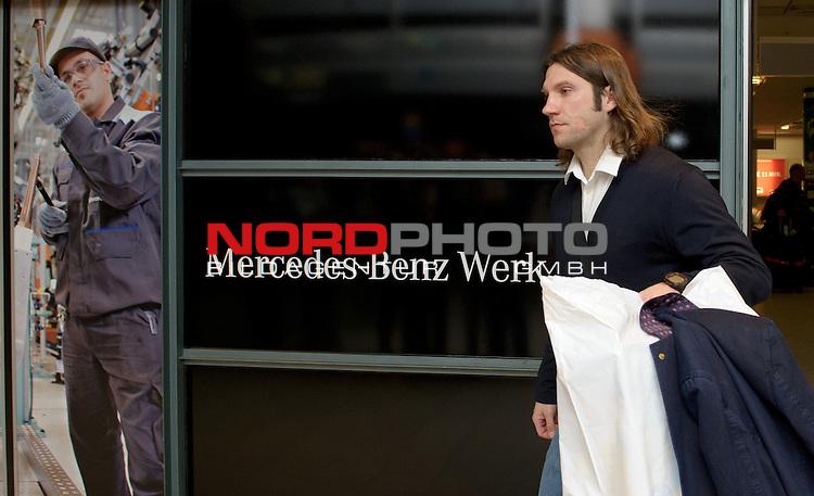 14.01.2015, Flughafen, Bremen, GER, 1.FBL, Ankunft Werder Bremen, im Bild Torsten Frings (Co-Trainer Werder Bremen)<br /> <br /> Foto &copy; nordphoto / Frisch