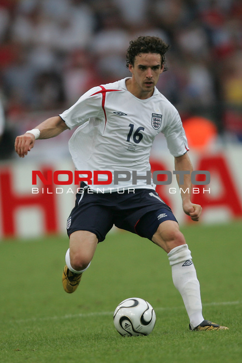 FIFA WM 2006 -  Round of Sixteen - / Achtelfinale<br /> Play    #51 (25-Jun) - England vs Ecuador 1:0<br /> <br /> Owen Hargreaves von England in Einzel Aktion.<br /> Owen Hargreaves treibt den Ball nach vorne.<br /> <br /> Foto &copy; nordphoto