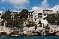 Europe/France/Provence-Alpes-Côte d'Azur/13/Bouches-du-Rhône/Cassis: Villas  sur les falaises à l'entrée du port