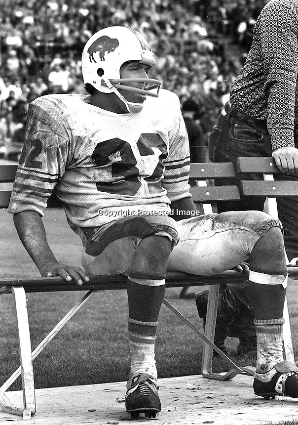 Buffalo Bills O,J,Simpson resting on the bench..(1972<br />