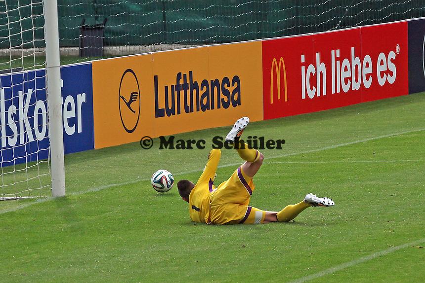 Odisseas Vlachodimos (U20) wehrt ab - Testspiel der Deutschen Nationalmannschaft gegen die U20 zur WM-Vorbereitung in St. Martin