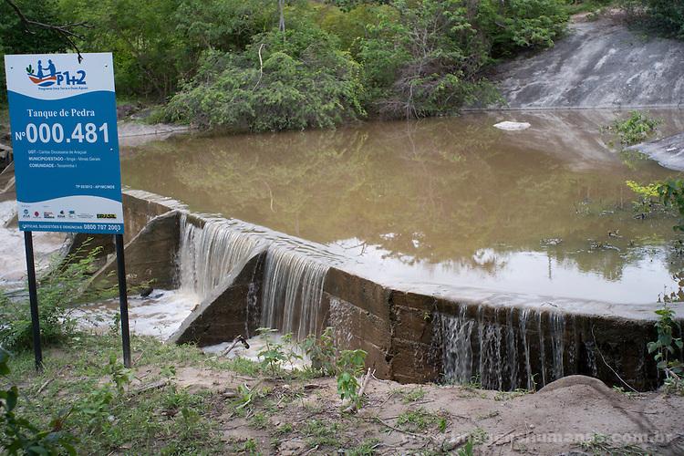 Comunidade Texeirinha I, município de Itinga região do médio Jequitinhonha, Norte de Minas Gerais. Nessa região é possível encontrar três tipos de biomas: caatinga, cerrado e mata atlântica. A ASA Brasil, Articulação no Semiárido Brasileiro, tem implementado em diversas comunidades no Norte de Minas o Programa Uma Terra e Duas Águas (P1+2) e o Programa Um Milhão de Cisternas (P1MC) que tem como objetivo viabilizar a captação e armazenamento de água de chuva nessas comunidades para consumo humano, criação de animais e produção de alimentos. Entre os parceiros para implementação dos projetos tem destaque na região a Cáritas Diocesana de Virgem da Lapa