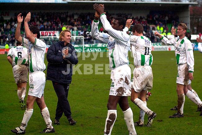FC Groningen - NEC Holland Casino Eredivisie seizoen 2003-2004 08-02-2004 groningen spelers bedanken publiek