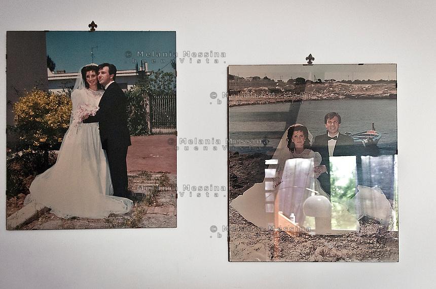 Famiglia Pistone:foto delle nozze di Vincenzo e Lea alle pareti.<br /> Pistone family: wedding photos on the wall