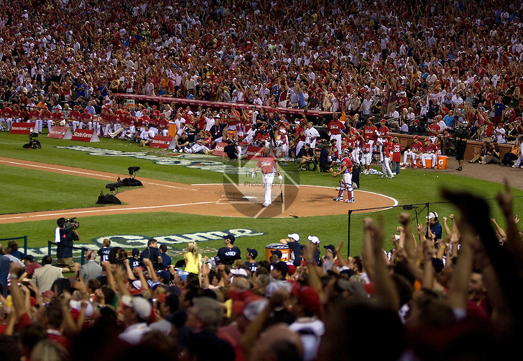 071309tvpujolscrowd.The crowd inside Busch Stadium goes crazy after Cardinal player Albert Pujols hit a home run during the first round of competition..BND/TIM VIZER