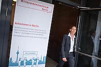 """Eroeffnung des """"Willkommenszentrums Berlin""""<br /> Der Beauftragte fuer Integration und Migration Andreas Germershausen eroeffnete am Donnerstag den 18. August 2016 zusammen mit der Senatorin fuer Arbeit, Integration und Frauen, Dilek Kolat das """"Willkommenszentrum Berlin"""" in Berlin-Schoeneberg.<br /> Das """"Willkommenszentrum Berlin"""" soll unter der Leitung von Frau Nele Allenberg fuer Menschen die aus ganz unterschiedlichen Gruenden nach Berlin zuwandern, eine erste Anlaufstelle sein. <br /> Hier findet Beratung in mehreren Sprachen u.a. ueber melde- und aufenthaltsrechtliche Perspektiven, sowie ueber Arbeits- und Ausbildungsmoeglichkeiten oder die Anerkennung erworbener Berufs- oder Studienabschluesse statt. Auch zeigen die Beraterinnen und Berater Begegnungsmoeglichkeiten in Berlin auf und geben Hilfestellungen bei der Wohnungssuche.<br /> Im Bild: Nele Allenberg.<br /> 18.8.2016, Berlin<br /> Copyright: Christian-Ditsch.de<br /> [Inhaltsveraendernde Manipulation des Fotos nur nach ausdruecklicher Genehmigung des Fotografen. Vereinbarungen ueber Abtretung von Persoenlichkeitsrechten/Model Release der abgebildeten Person/Personen liegen nicht vor. NO MODEL RELEASE! Nur fuer Redaktionelle Zwecke. Don't publish without copyright Christian-Ditsch.de, Veroeffentlichung nur mit Fotografennennung, sowie gegen Honorar, MwSt. und Beleg. Konto: I N G - D i B a, IBAN DE58500105175400192269, BIC INGDDEFFXXX, Kontakt: post@christian-ditsch.de<br /> Bei der Bearbeitung der Dateiinformationen darf die Urheberkennzeichnung in den EXIF- und  IPTC-Daten nicht entfernt werden, diese sind in digitalen Medien nach §95c UrhG rechtlich geschuetzt. Der Urhebervermerk wird gemaess §13 UrhG verlangt.]"""