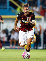 Calcio, Serie A: Frosinone vs Roma. Frosinone, stadio Comunale, 12 settembre 2015.<br /> Roma&rsquo;s Francesco Totti in action during the Italian Serie A football match between Frosinone and Roma at Frosinone Comunale stadium, 12 September 2015.<br /> UPDATE IMAGES PRESS/Riccardo De Luca