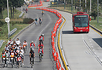 BOGOTA-COLOMBIA-7-02-2013 .Día sin carro , cicloruta y ciclovía de la avenida Eldorado. Day without car, bike path and bike path Eldorado Avenue. ( Photo / VizzorImage / Felipe Caicedo / Staff).