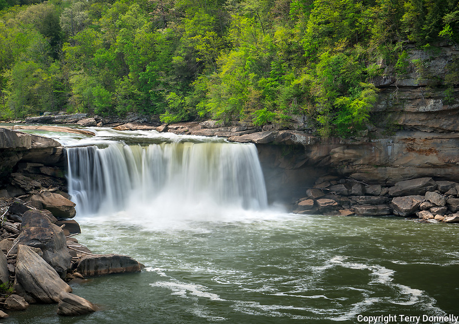Cumberland Falls State Park, Kentucky:<br /> Cumberland Falls, Cumberland river in early spring