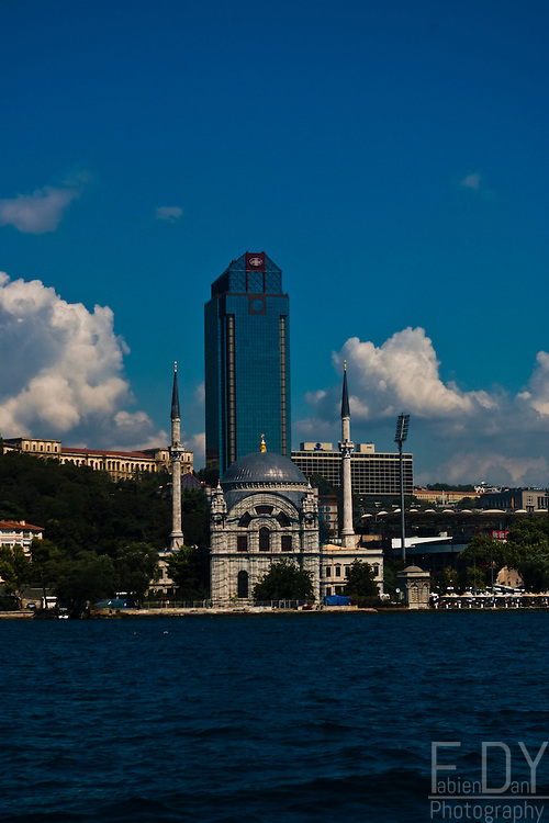juxtaposition of an ottoman mosque and a modern skyscraper, Istanbul (Turkey).