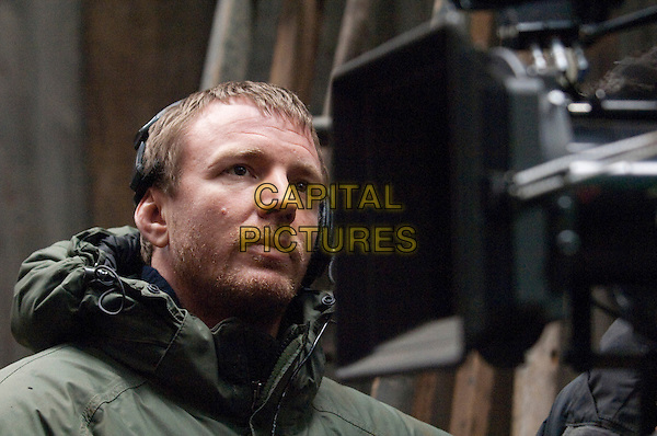 GUY RITCHIE (DIRECTOR) .on the set of Sherlock Holmes.*Filmstill - Editorial Use Only*.CAP/FB.Supplied by Capital Pictures.