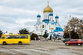 Die meisten der Einwohner Uschhorods besuchen entweder griechisch-katholische oder wie hier ukainisch-orthodoxe Kirchen. Die ungarische Minderheit ist überwiegend römisch-katholisch.