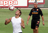"Calcio: il nuovo allenatore della Roma Claudio Ranieri, destra, osserva il capitano Francesco Totti durante il suo primo allenamento al centro sportivo ""Fulvio Bernardini"" di Trigoria, Roma, 2 settembre 2009. .AS Roma football team's new coach Claudio Ranieri, right, looks at captain's Francesco Totti during his first tranining session past  at the club's sporting center on the outskirts of Rome, 2 september 2009..UPDATE IMAGES PRESS/Riccardo De Luca"