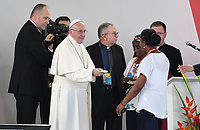 VILLAVICENCIO - COLOMBIA, 08-09-2017: El Papa Francisco durante la Oración por la Reconciliación Nacional en el parque Las malocas de Villavicecio. Allí compartió con las víctimas del conflicto armado en Colombia. El Papa Francisco realiza la visita apostólica a Colombia entre el 6 y el 11 de septiembre de 2017 llevando su mensaje de paz y reconciliación por 4 ciudades: Bogotá, Villavicencio, Medellín y Cartagena. /  Pope Francis during Prayer for the National Reconciliation at Las Malikas park in Villavicencio. There he shares with the victims of the war in Colombia Pope Francisco made the apostolic visit to Colombia between September 6 and 11, 2017, bringing his message of peace and reconciliation to 4 cities: Bogota, Villavicencio, Medellin and Cartagena. Photo: VizzorImage / Cristian Alvarez / Cont