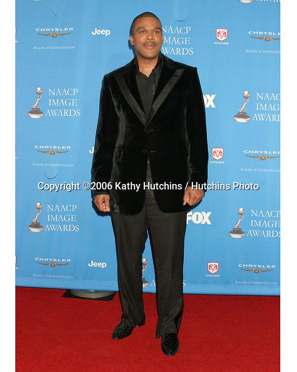 Tyler Perry.37th NAACP Image Awards.Shrine Auditorium.Los Angeles, CA.February 25, 2006.©2006 Kathy Hutchins / Hutchins Photo....                 V