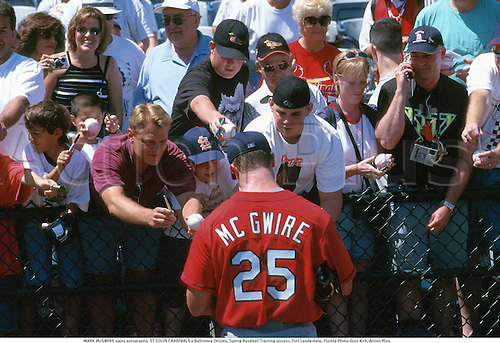 MARK McGWIRE signs autographs, ST LOUIS CARDINALS v Baltimore Orioles, Spring Baseball Training 000321, Fort Lauderdale, Florida Photo:Glyn Kirk/Action Plus...Crowd.Fans.Supporters.Hitter.2000.