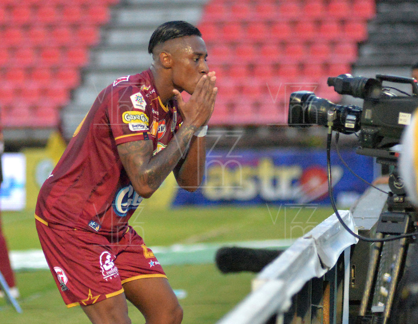 IBAGUE - COLOMBIA, 20-05-2018: Omar Albornóz  jugador del Deportes Tolima  celebra su gol contra el Once Caldas durante partido de vuelta por los cuartos de final de la Liga Águila I 2018 jugado en el estadio Manuel Murillo Toro de la ciudad de Ibagué. / Omar Albornóz player of Deportes Tolima celebrates his goal agaisnt of Once Caldas  during second leg match for the quarterfinals of the Aguila League I 2018 played at Manuel Murillo Toro in Ibague city. VizzorImage / Juan Carlos Escobar / Cont