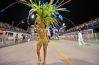 SAO PAULO, SP, 16 DE FEVEREIRO 2013 - CARNAVAL SP - DESFILE DAS CAMPEÃS  - Peladona de Congonhas da escola de samba  Império de Casa Verde: quinta colocada do Grupo Especial,  durante desfile das campeãs  no Sambódromo do Anhembi na região norte da capital paulista, na madrugada deste sábado, 16. FOTO: LEVI BIANCO - BRAZIL PHOTO PRESS