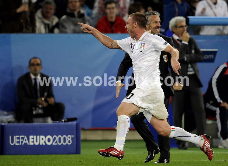 **ALL ROUND PICTURES FROM SOLARPIX.COM**.**SYNDICATION RIGHTS FOR UK AND SPAIN ONLY**.Euro 2008 European Football Championship held in Austria/Switzerland. Preliminary, Group C, Match 22, France vs Italy, Letzigrund Stadium, Zurich, Switzerland. 17 June 2008. The match ended France 0 - Italy 2...This pic: Daniele De Rossi..JOB REF: 6671 CPR/Torsten Silz       .DATE: 17_06_2008.**MUST CREDIT SOLARPIX.COM OR DOUBLE FEE WILL BE CHARGED* *UNDER NO CIRCUMSTANCES IS THIS IMAGE TO BE REPRODUCED FOR ANY ONLINE EDITION WITHOUT PRIOR PERMISSION*