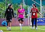 Solna 2014-08-16 Fotboll Damallsvenskan AIK - Kopparbergs/G&ouml;teborg FC :  <br /> Kopparbergs/G&ouml;teborgs Manon Melis har skadat sig tillf&auml;lligt i den andra halvleken och g&aring;r vid sidan av planen tillsammans med assisterande tr&auml;nare och fystr&auml;nare Jane T&ouml;rnqvist <br /> (Foto: Kenta J&ouml;nsson) Nyckelord:  AIK Gnaget Kopparbergs G&ouml;teborg Kopparbergs/G&ouml;teborg skada skadan ont sm&auml;rta injury pain