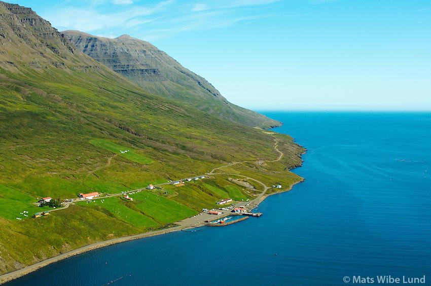 Brekka, Sólbakki og Kastali, séð til austurs, Mjóifjörður, Mjóafjarðarhreppur / Brekka, Solbakki and Kastali viewing east. Mjoifjordur, Mjoafjardarhreppur.