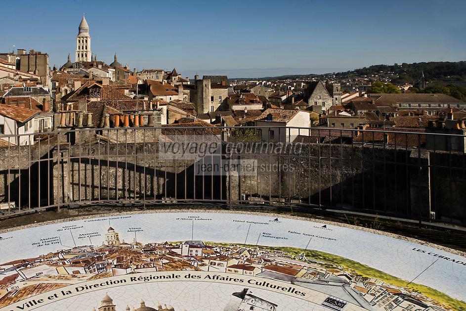 Europe/France/Aquitaine/24/Dordogne/Périgueux: Panorama sur la vielle ville et la cathédrale Saint-Front depuis la la tour Mataguerre
