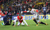 BOGOTÁ - COLOMBIA, 08-02-2020:Diego Valdes del Independiente Santa Fe disputa el balón con Sebastian Viera del Atlético Junior  durante partido entre Independente Santa Fe y Atlético  Junior por la fecha 4 de la Liga BetPlay I 2020 jugado en el estadio Nemesio Camacho  El Campín de la ciudad de Bogotá. / Diego Valdes of Independiente Santa Fe struggles the ball with Sebastian Viera of Atletico Junior during match between Independiente Santa Fe and Atletico Junior for the date 4 as part of BetPlay League I 2020 played at Nemesio Camacho El Campin stadium in Bogota. Photo: VizzorImage / Felipe Caicedo / Staff
