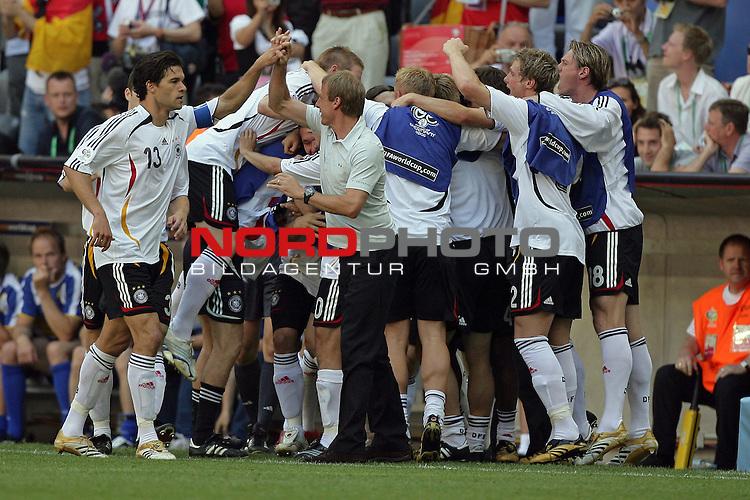 FIFA WM 2006 -  Round of Sixteen - / Viertelfinale <br /> Play    #49 (24-Jun) - Deutschland - Schweden<br /> <br /> 1:0 Lukas Podolski - Jubel mit Klinsmann und Ballack<br /> <br /> Foto &copy; nordphoto