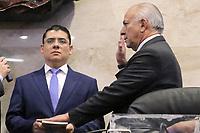 TEG721. TEGUCIGALPA (HONDURAS), 21/01/2018.- Mauricio Oliva, del gobernante Partido Nacional, jura su cargo como nuevo titular de la junta directiva provisional hoy, domingo 21 de enero de 2018, en Tegucigalpa (Honduras). El Parlamento de Honduras escogió hoy a una junta directiva provisional, que será presidida por el gobernante Partido Nacional, en medio de protestas de centenares de personas, respaldadas por la oposición, que también se manifestaron contra la reelección del mandatario Juan Orlando Hernández. EFE/Wilfredo Valladares