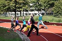 Nederland  Amsterdam -  September 2018.  50 jaar Bijlmer. Kraaiennest. Maaiveld atletiekbaan onder de metro. Bootcamp.  Foto mag niet in negatieve context gepubliceerd worden.     Foto Berlinda van Dam / Hollandse Hoogte