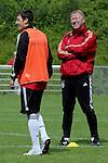 Horst Hrubesch U21 Nationaltrainer am 06.06.09 beim Training in Barsinghausen mit Mesut Oezil #10 von Werder Bremen.                                                                                                     Foto:  /  nph (  nordphoto  )
