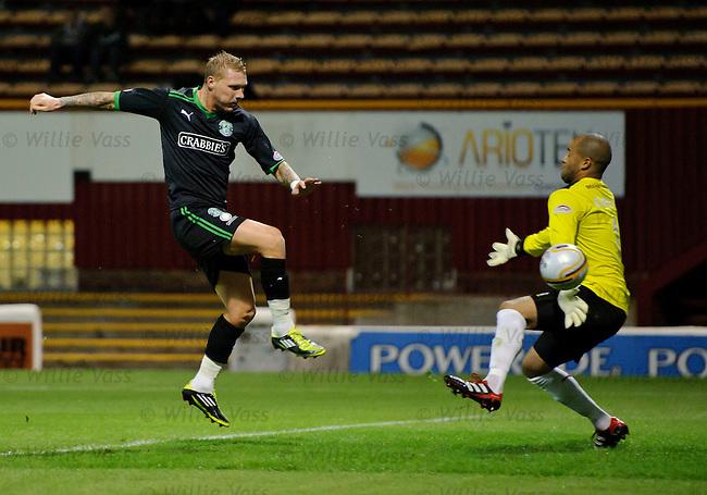 Garry O'Connor scores for Hibs